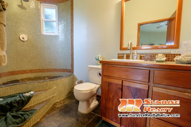 Solaria-Villa-II-Belize-Vacation-Rental-Bathroom